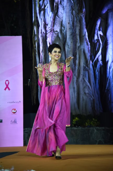 Cancer survivors walking the ramp (1)